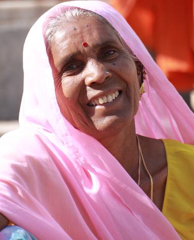 Sprzedawczyni kwiatow z Udaipur