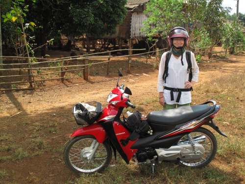 Motorem przez Laos