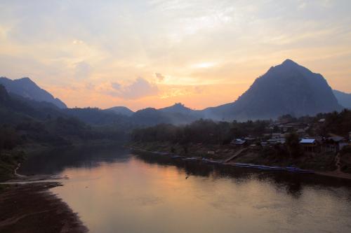 Zachód słońca nad Nong Kiaw