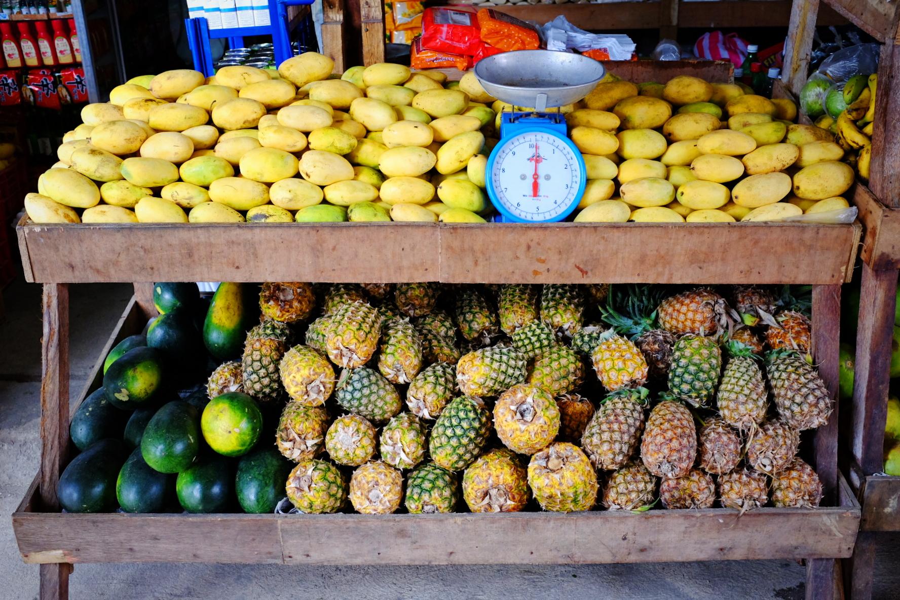 Tak definiujemy raj: tony świeżych mango i ananasów