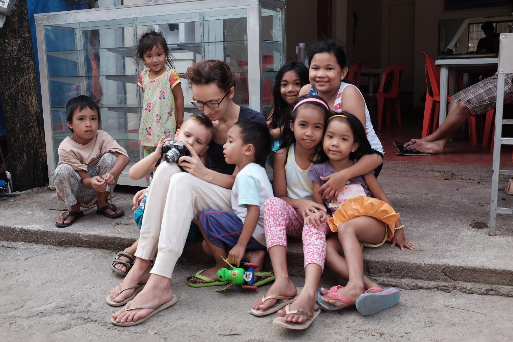 Sesja fotograficzna z dzieciakami z targu rybno-owocowego