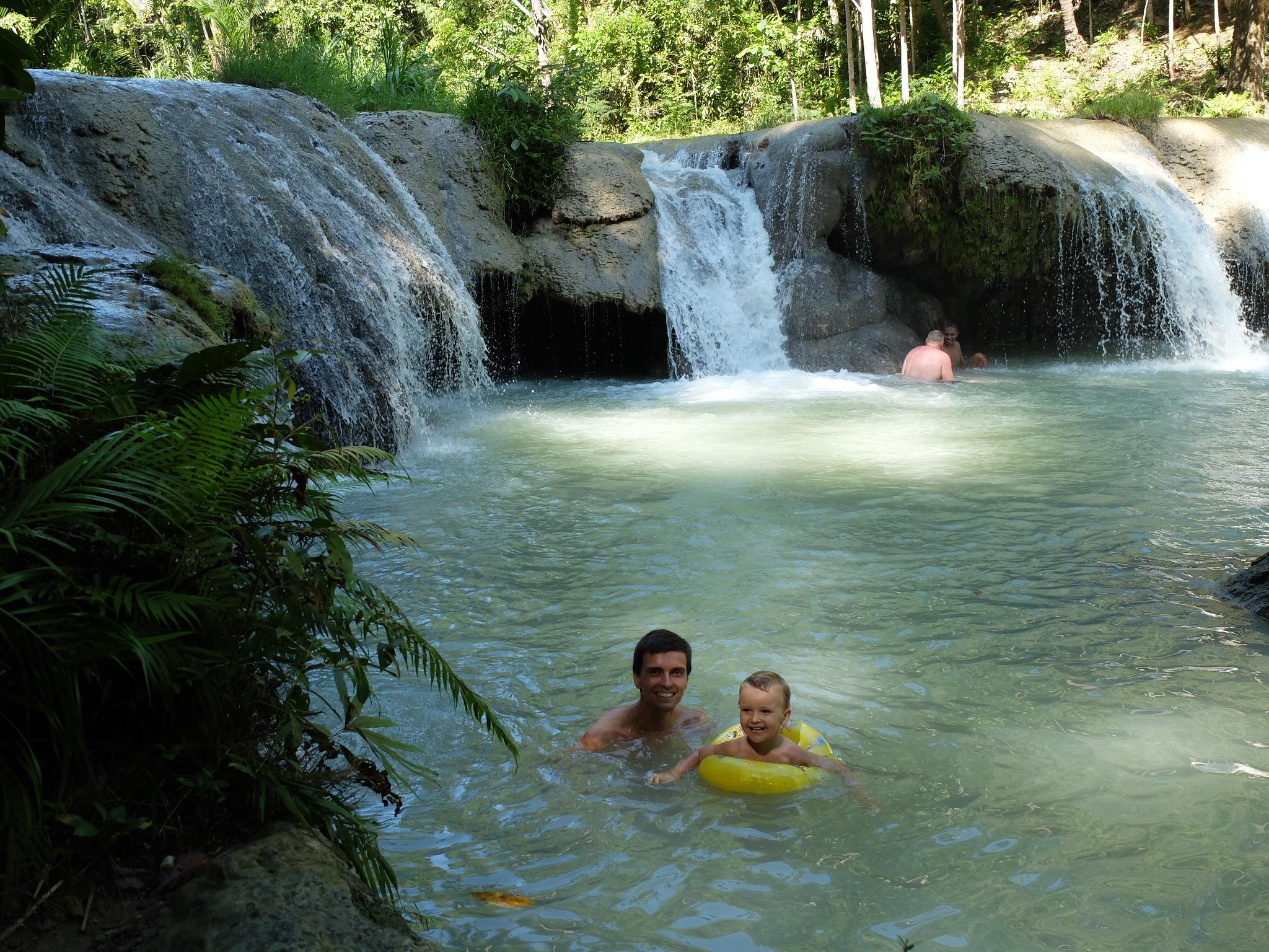 Kąpiel w wodospadzie