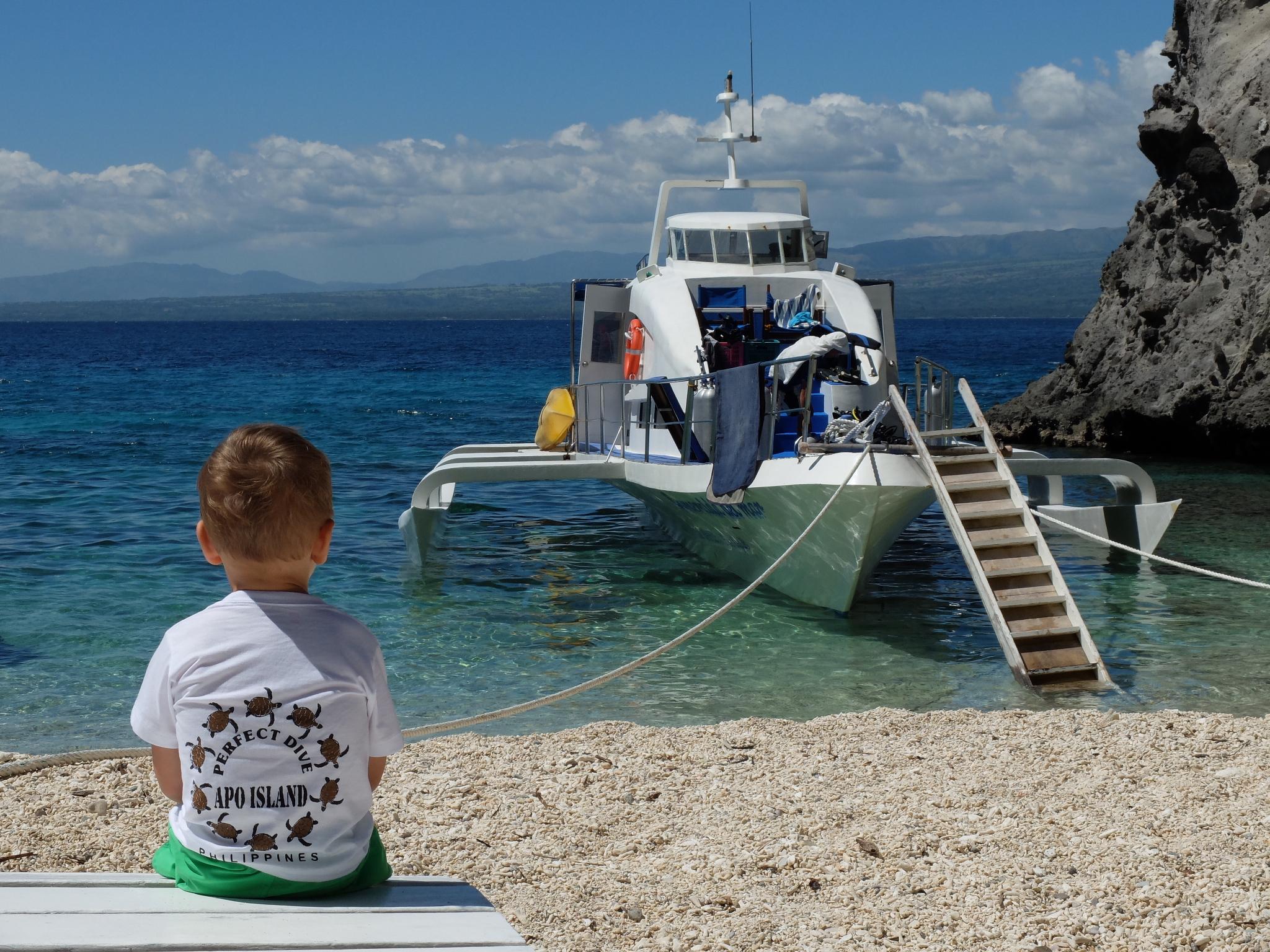 Nasza łódź przycumowana przy Apo